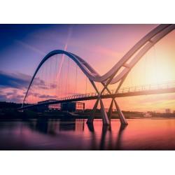 Infinity bridge na tle...